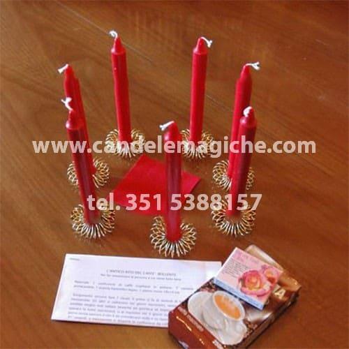 rituale nigeriano con candele rosse e caffè