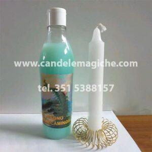 bottiglia di fluido per bagno purificatorio abre caminos e una candela bianca