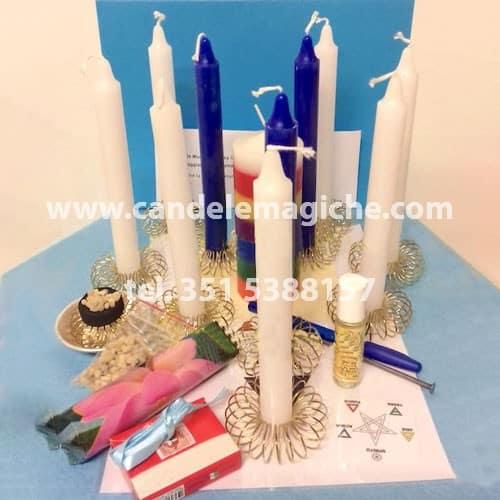 set di candele bianche e blu per effettuare il rito voodoo