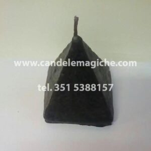 candela artigianale a forma di piramide di colore nero