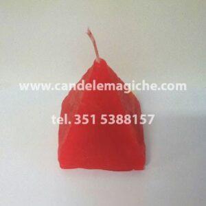 candela rossa a forma di piramide