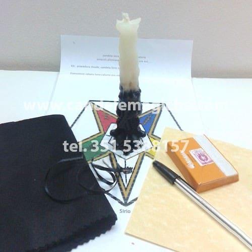 candela di sirio bianca e nera per rito di creazione ostacoli e separazioni