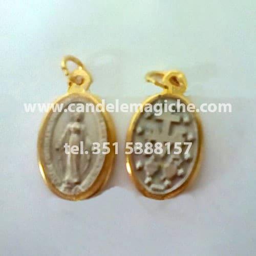 medaglietta ovale color oro e argento di sant'elena
