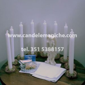set di candele bianche e accessori per il rito dell'arcangelo san michele