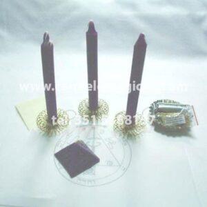 tre candele di colore viola per il rituale salomonico di mercurio