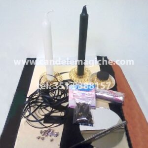 una candela bianca ed una candela nera per il rito della dea lilith