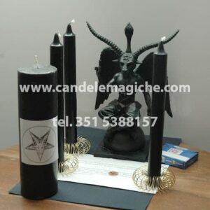 statua di baphomet, cero e candele nere per rituale di baphomet