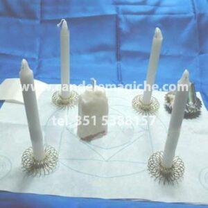 candele bianche e tovaglietta per il rito del muro bianco