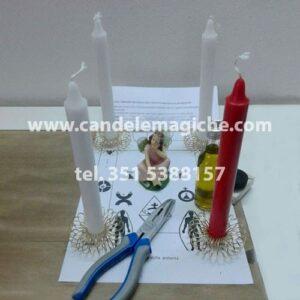 candele bianche e rosse per fare il rito dei templari