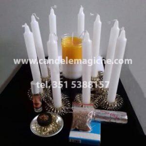 set di candele bianche e certo per rituale dei medium