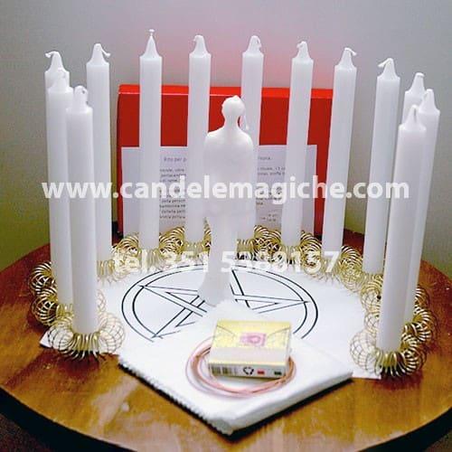 set di candele bianche per il rituale per propiziare benessere