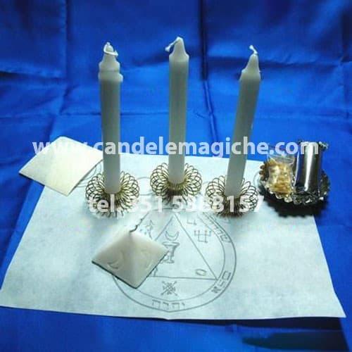 tre candele bianca per il rituale salomonico della luna