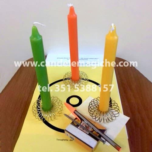 tre candele colorate, verde, arancio e gialla per rituale per ottenere lavoro