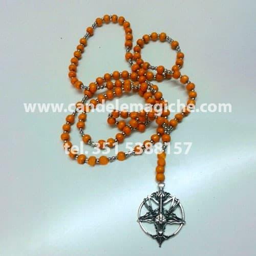 collana rosario con palline arancioni e ciondolo di baphomet