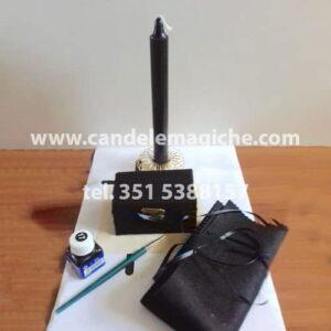 candela e cofanetto magico neri per il rituale dello scrigno magico