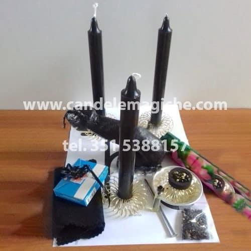 set di candele nere e candela figurata del fallo moscio per il rito di impotenza del fallo moscio