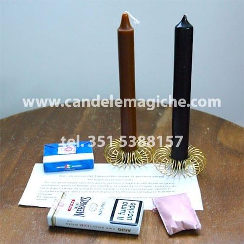 una candela marrone ed una nera per svolgere il rito del tabacco