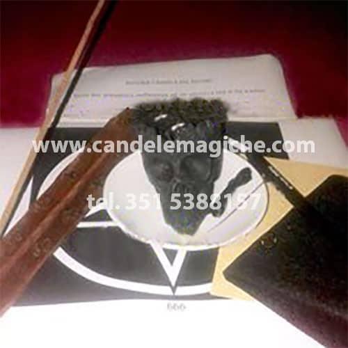 materiale occorrente per il rito del teschio a due fiamme