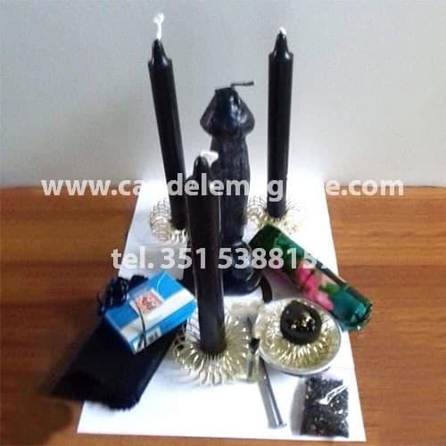candela nera a forma di fallo per svolgere il rituale del fallo nero
