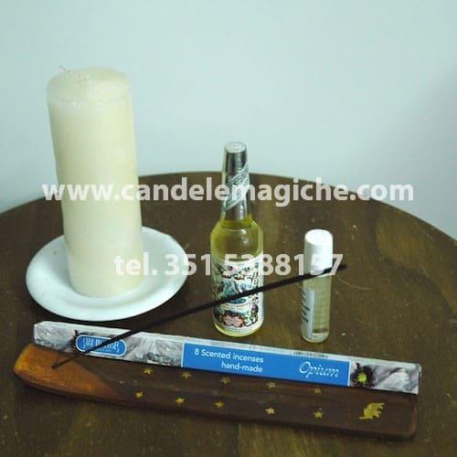 candela bianca e oli per svolgere il rituale Oxalà
