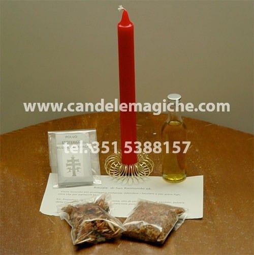 una candela rossa e olio per il rituale di san raimondo