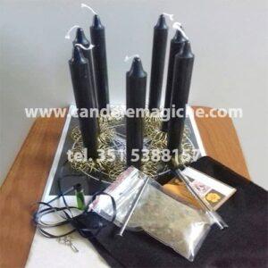 set di candele e accessori per svolgere il rituale voodoo di sofferenza