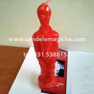 candela amarrado rossa a forma di statuetta incataneta