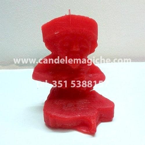 candela a forma di statuetta di argagù di colore rosso