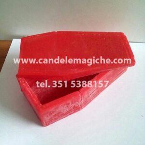candela a forma di bara apribile di colore rosso
