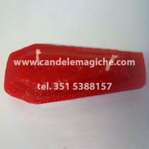 candela a forma di bara di colore rosso