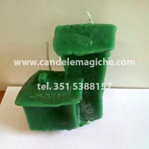 candela a forma di casa di colore verde