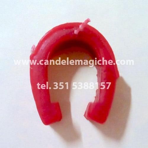 candela a forma di ferro di cavallo di colore rosso