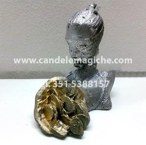 candela a forma di statuetta della dea bendata