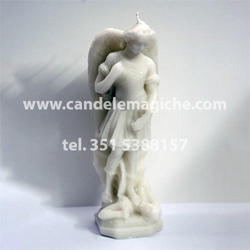 candela raffigurante la statuetta di san michele