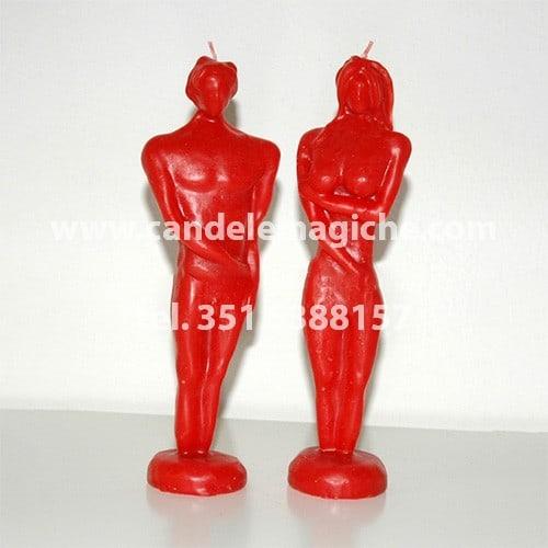 candela a forma di statuette lui e lei di colore rosso