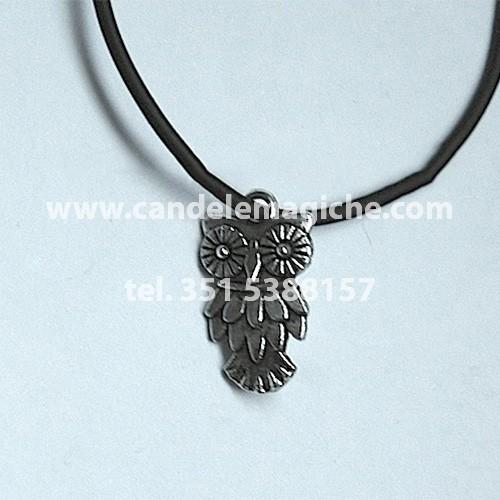amuleto portafortuna con simbolo del gufo