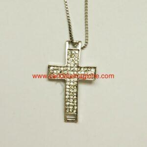 collana con ciondolo portafortuna a forma di croce
