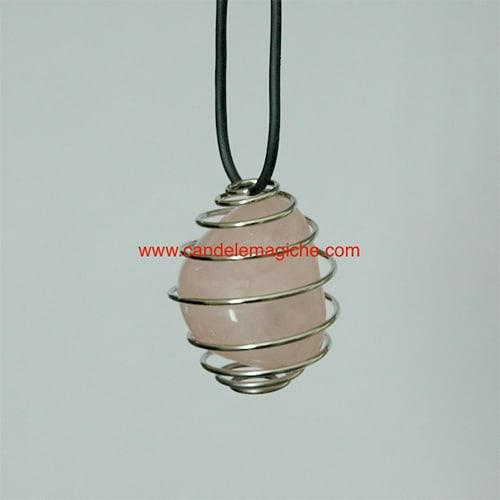 collana con ciondolo pietra quarzo rosa avvolto da gabbia a spirale