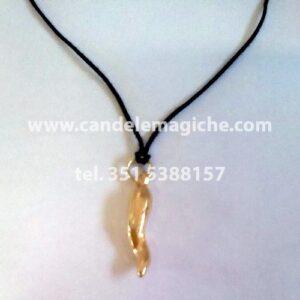 corno portafortuna in metallo dorato