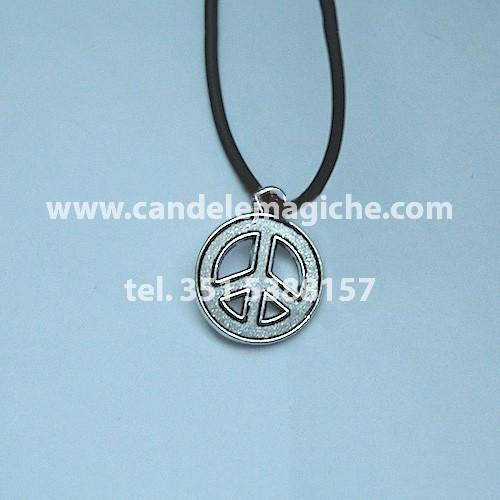 talismano con ciondolo raffigurante il simbolo della pace