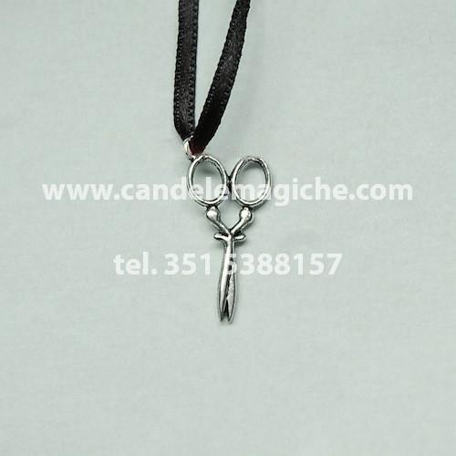 talismano con ciondolo a forma di forbici