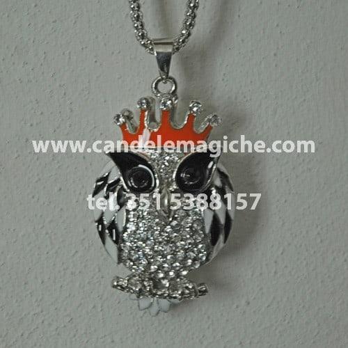 talismano con ciondolo raffigurante un gufo e collana
