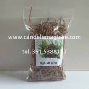 confezione di aghi di pino
