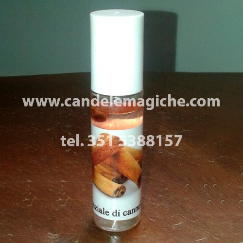 bottiglietta di olio essenziale di cannella