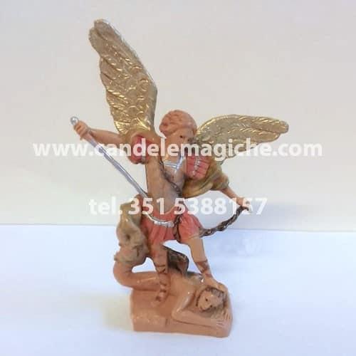 statuetta di san michele arcangelo