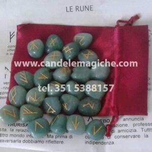 rune in avventurina verde con incisione della runa
