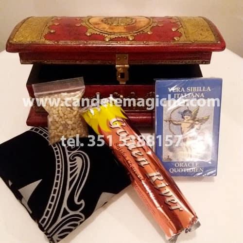 cofanetto della cartomanzia con kit di prodotti